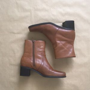 ⋯ Vintage 90s Retro Leather Chunky Heel Ankle Boot